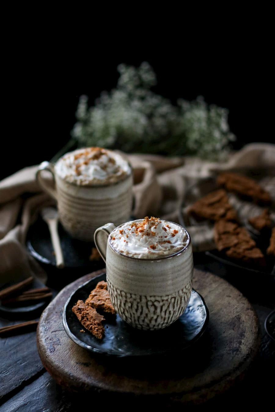 gingerbread latte in mug