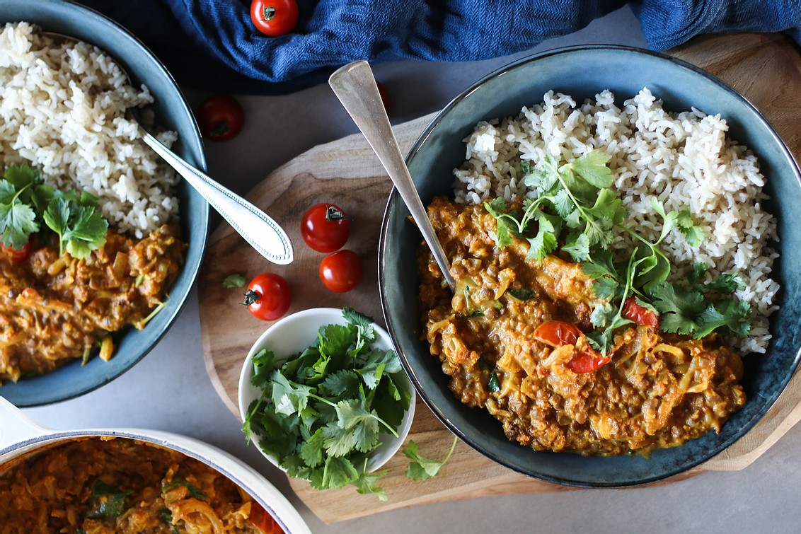 roasted cauliflower lentil curry with rice